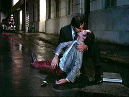 Tarcísio Meira e Ney Latorraca em cena do filme 'O Beijo no Asfalto' (1981), de Bruno Barreto, baseado na obra de Nelson Rodrigues