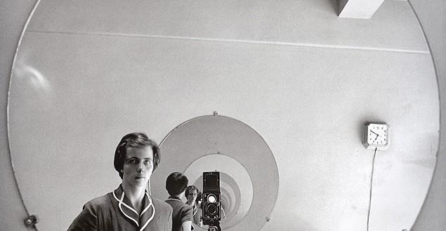 """O documentário """"Finding Vivian Maier"""" (no Brasil, """"A Fotografia Oculta de Vivien Maier"""") mostra como a babá Vivian Maier atravessou uma existência anônima fotografando anônimos pelas ruas   Fotos: Vivian Maier/Maloof Collection"""