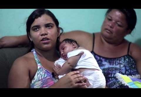 Duda nasceu com microcefalia e seus pais foram considerados incapazes; ela passou a ter três mães que assumiram os seus cuidados; a história de Duda, relatada num vídeo da Unicef está rodando o mundo via internet (Foto reprodução de vídeo)