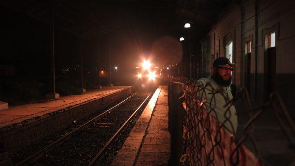 O trem passa e a poesia permanece fora dos trilhos (Foto Josiane Giacomini)