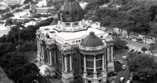 """A demolição autoritária do Palácio Monroe, considerado um """"trambolho"""", aconteceu na década de 1970, no governo Geisel"""