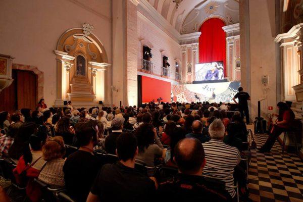 O debate na Igreja Matriz, palco central da Flip 2017 (Foto Daniela Prandi)