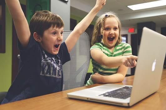 Frases feitas e um nível de sofisticação de crianças (Creative Commons)