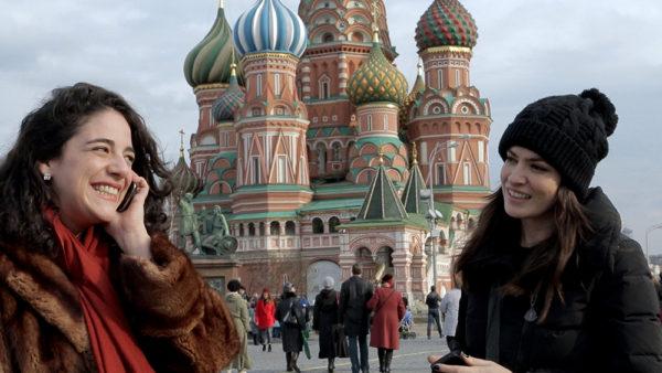"""Em """"Vermelho Russo"""", as brasileiras se arriscam em um curso de teatro e revelam Moscou (Foto Divulgação)"""