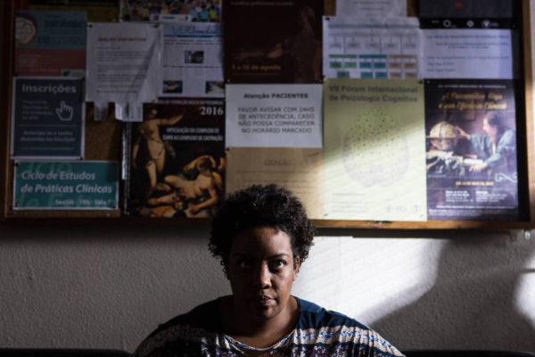 Glória (Grace Passô), moradora do morro da Providência (Foto Divulgação)