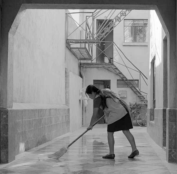 """No Brasil, comparações com """"Que horas ela volta?"""", de Anna Muylaert (Foto Divulgação)"""
